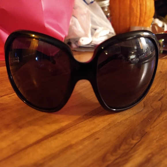 Juicy Couture oversized sunglasses 🕶️